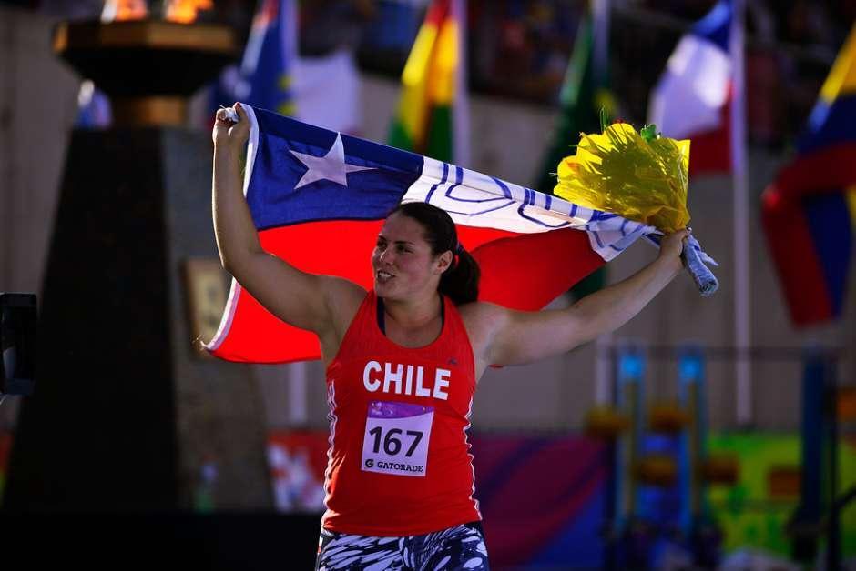 Instituto Chileno-Británico entrega beca deportiva a Natalia Duco