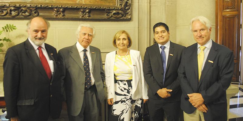 Corporación Chileno Británica de Cultura reconoce al destacado astrónomo Hernán Quintana