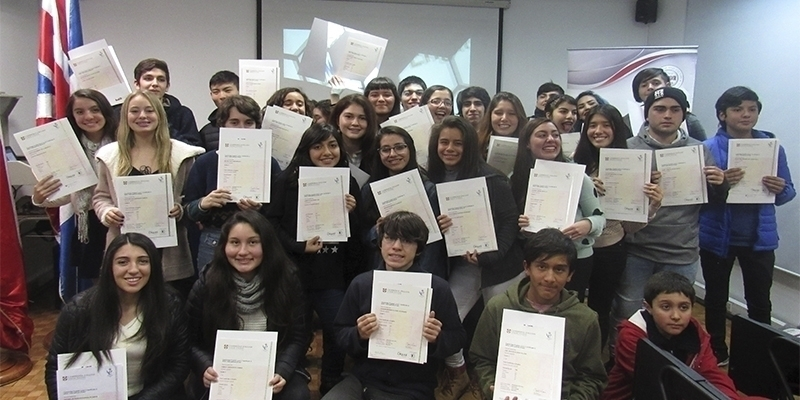 Alumnos del ICBC recibieron certificados Cambridge English