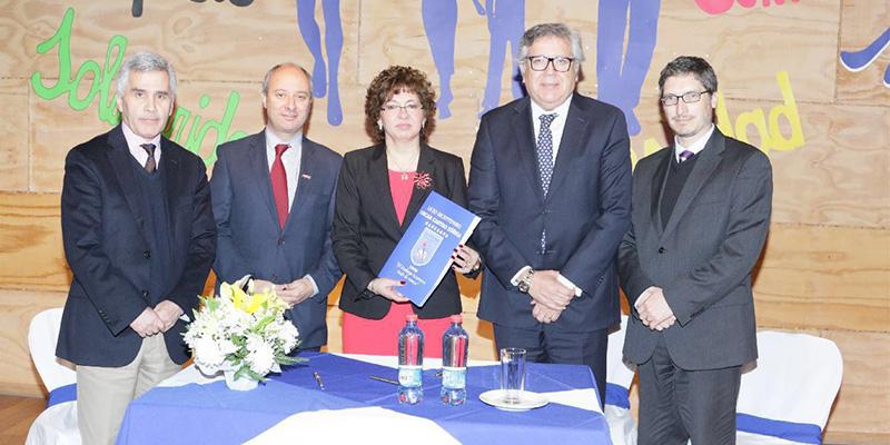 ICBC firmó convenio con el Liceo Bicentenario Oscar Castro Zúñiga de Rancagua