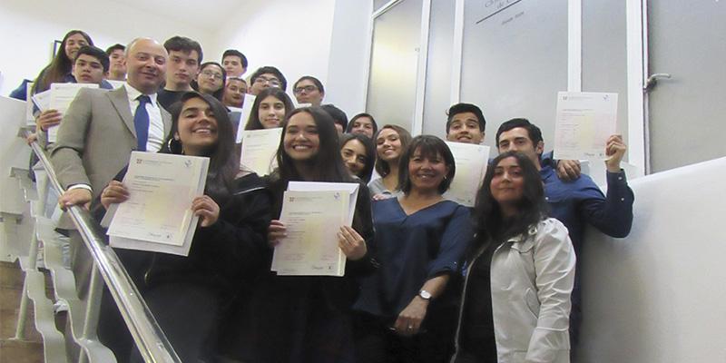 ICBC entrega certificaciones Cambridge a estudiantes
